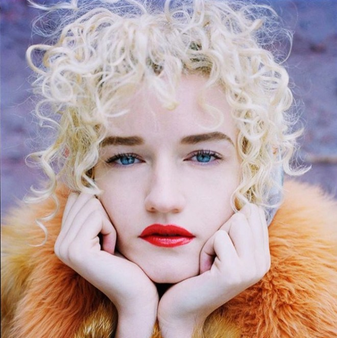 Julia-Garner-Height-Age-Weight-Measurement-Biography-Net-Worth-